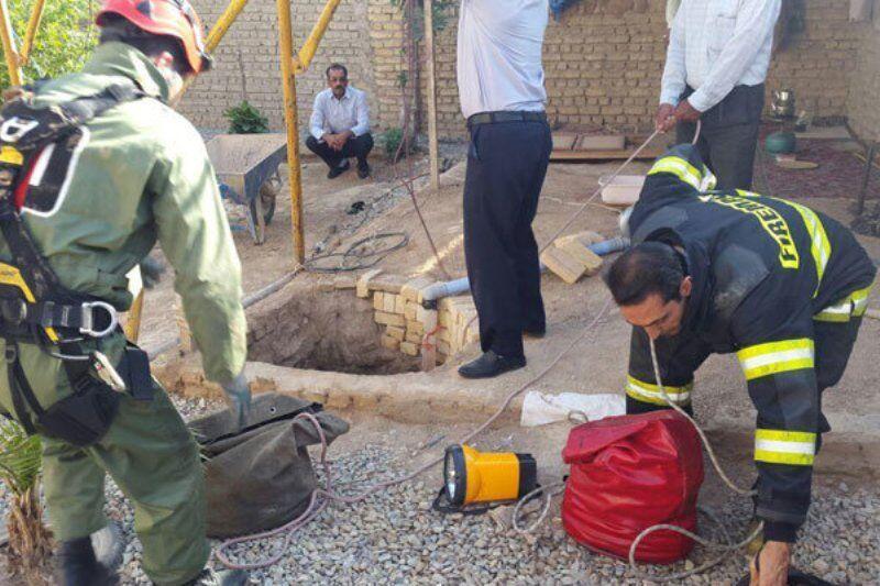 خبرنگاران نجات مرد 50 ساله پیشوایی از عمق چاه