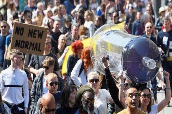 صدها تن از معترضین در شهر لندن به خیابانها آمدند